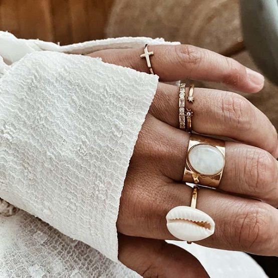 anillos plata oro concha piedra luna